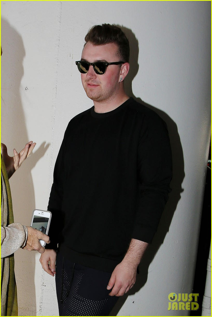 sam smith lands in los angeles for vmas performance 023180895