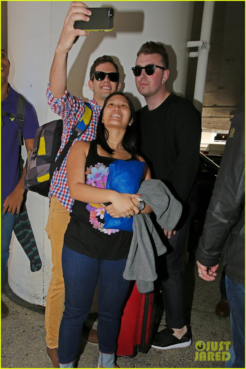 sam smith lands in los angeles for vmas performance 033180896