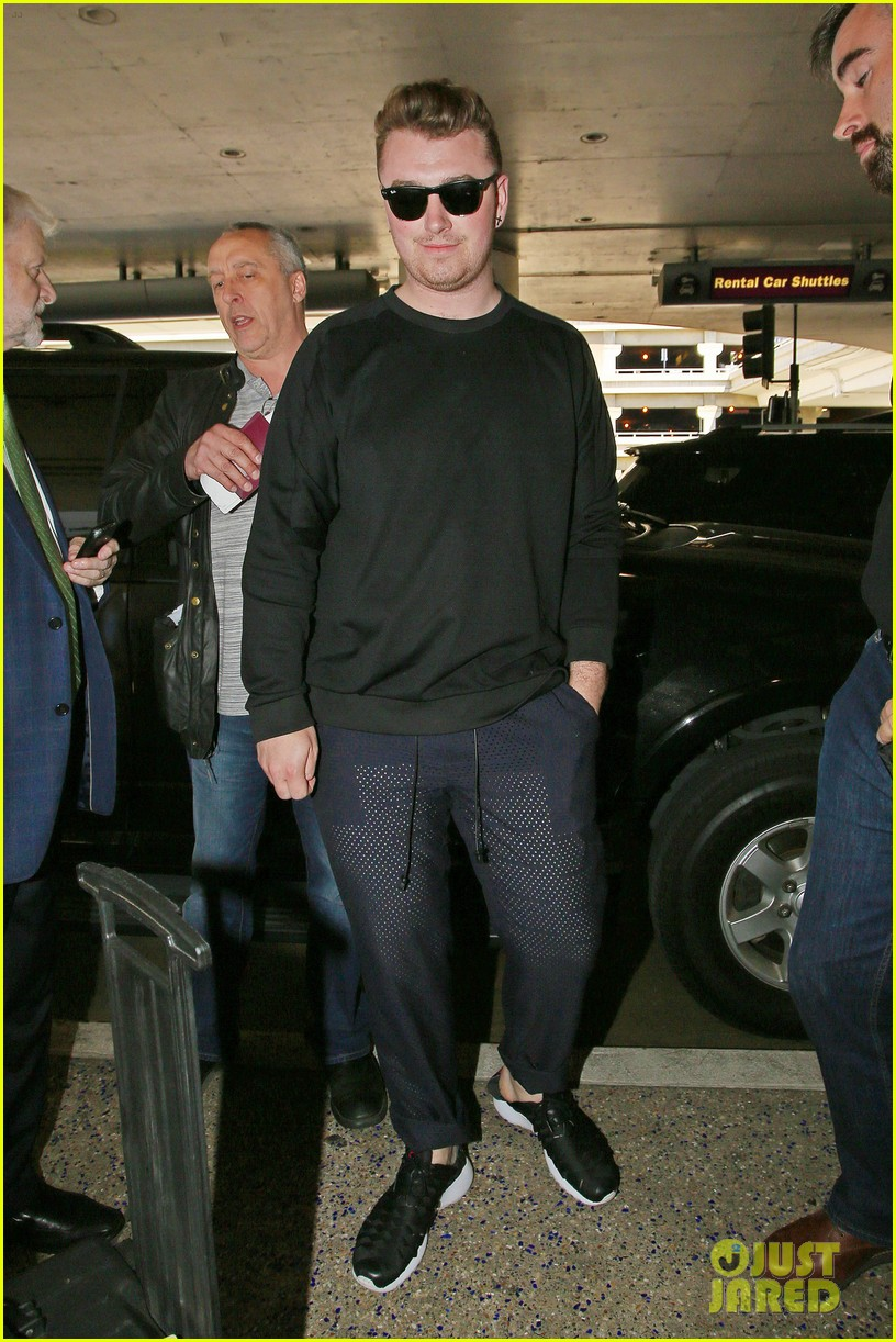 sam smith lands in los angeles for vmas performance 083180901