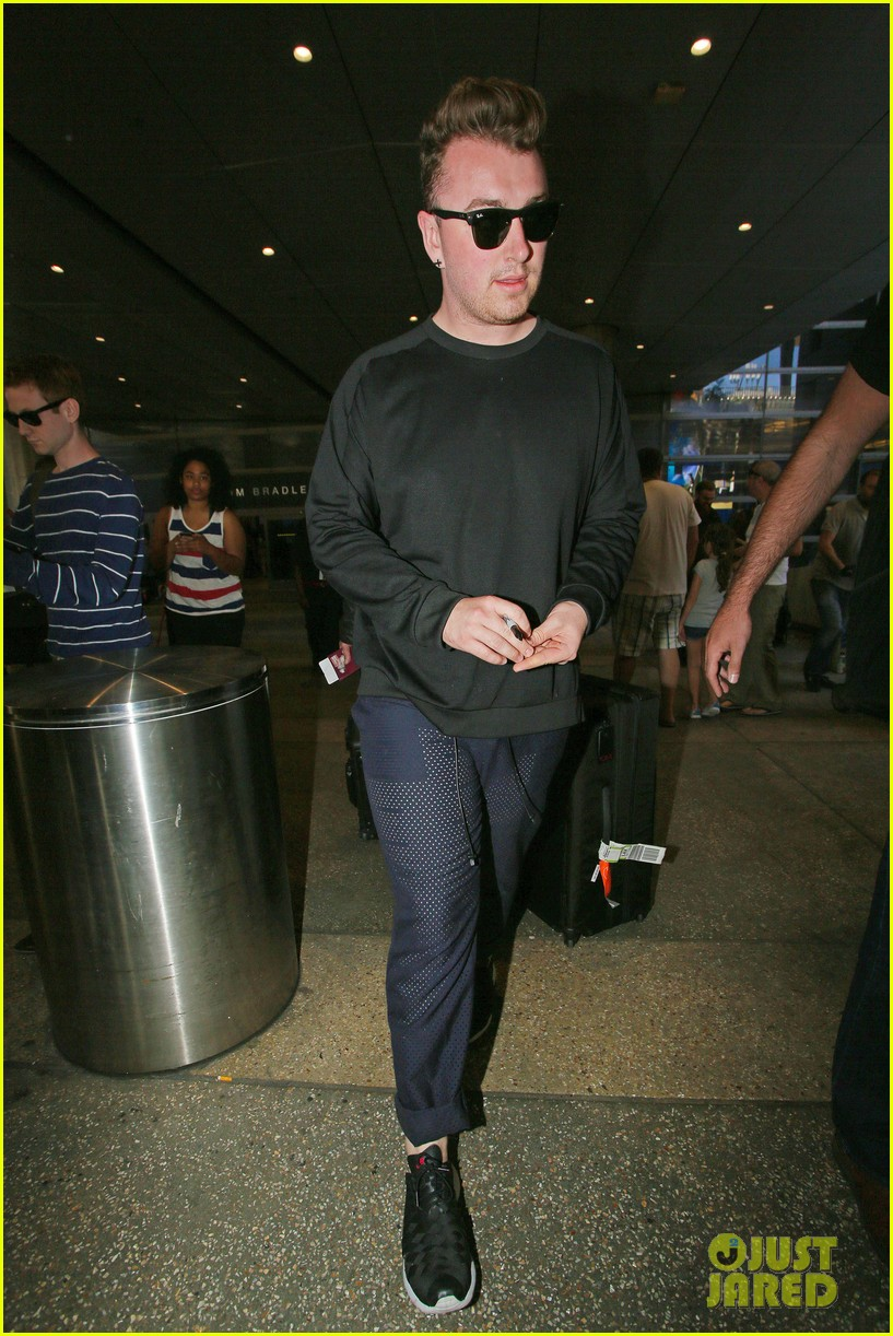 sam smith lands in los angeles for vmas performance 183180911
