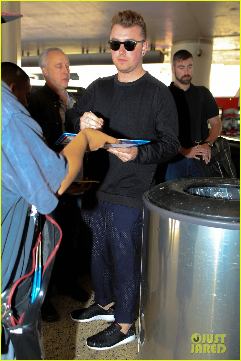 sam smith lands in los angeles for vmas performance 193180912