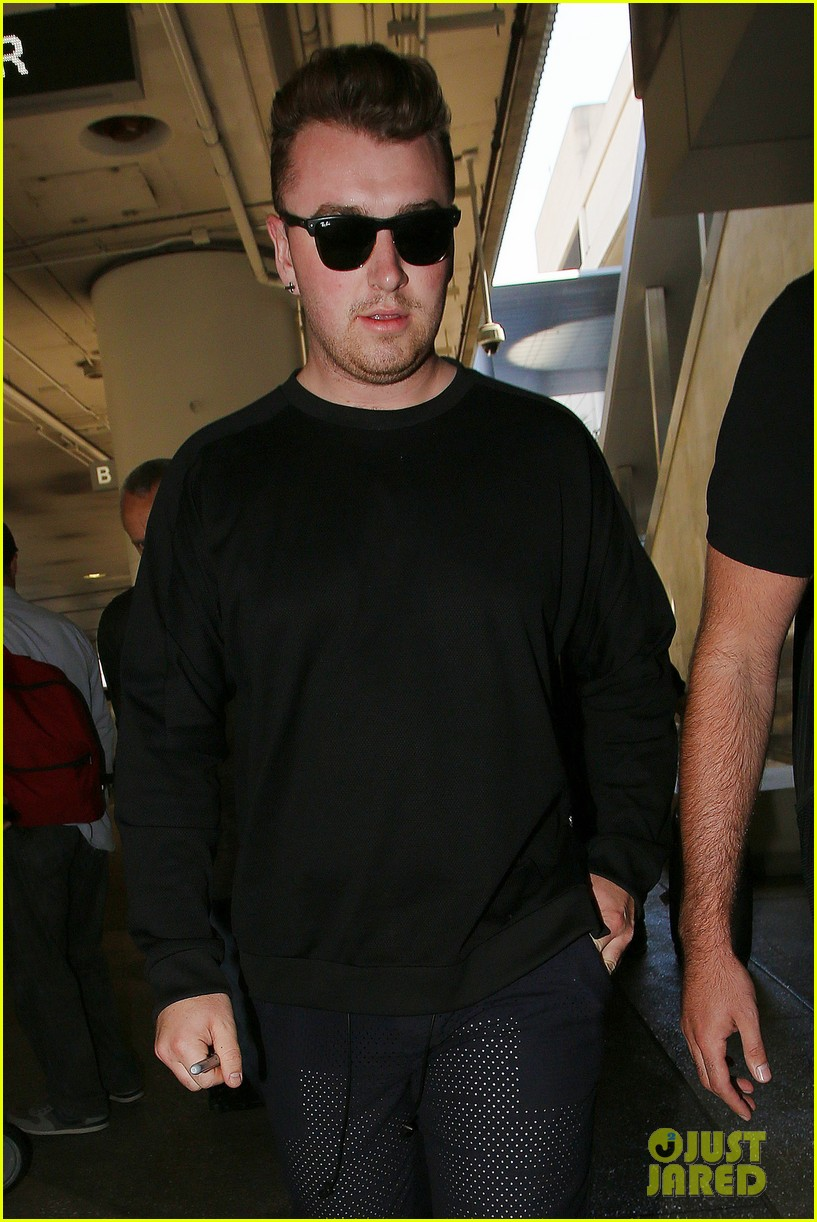 sam smith lands in los angeles for vmas performance 203180913