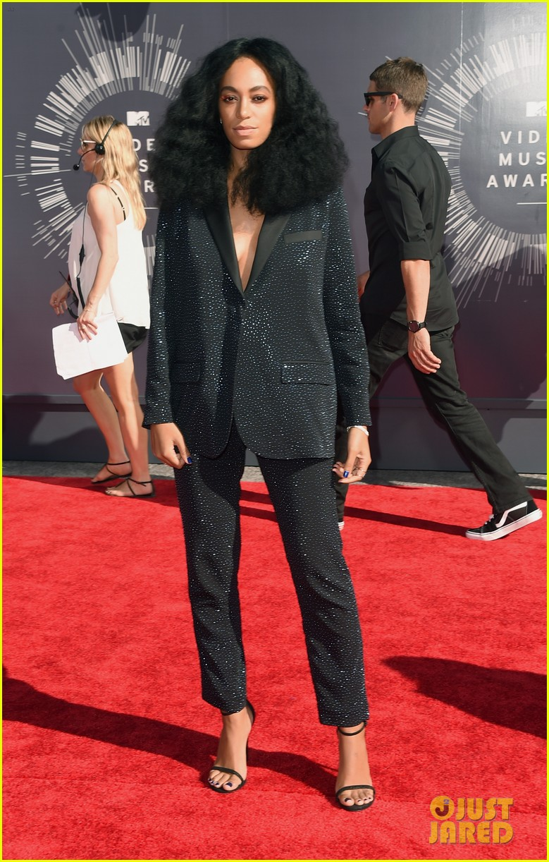 solange knowles supports beyonce at mtv vmas 2014 053182304