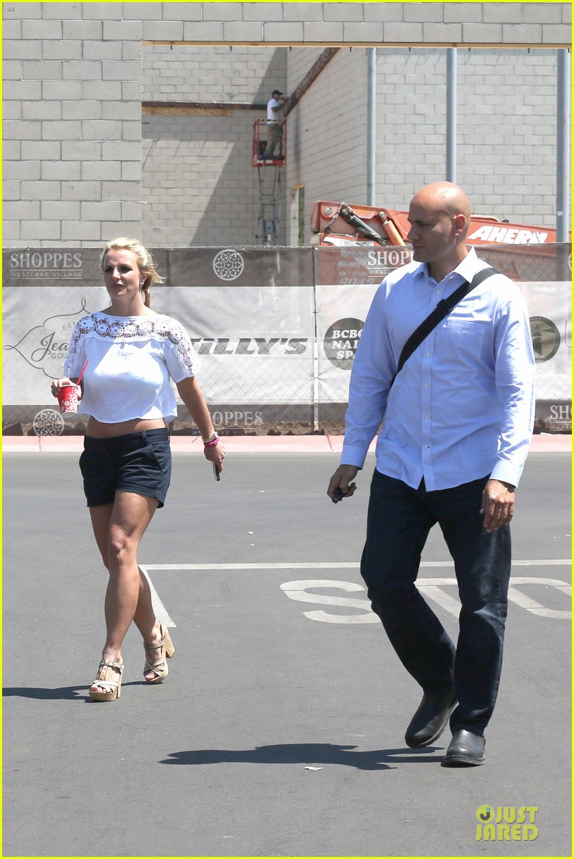 britney spears dumps ice on manager larry rudolph 053181106