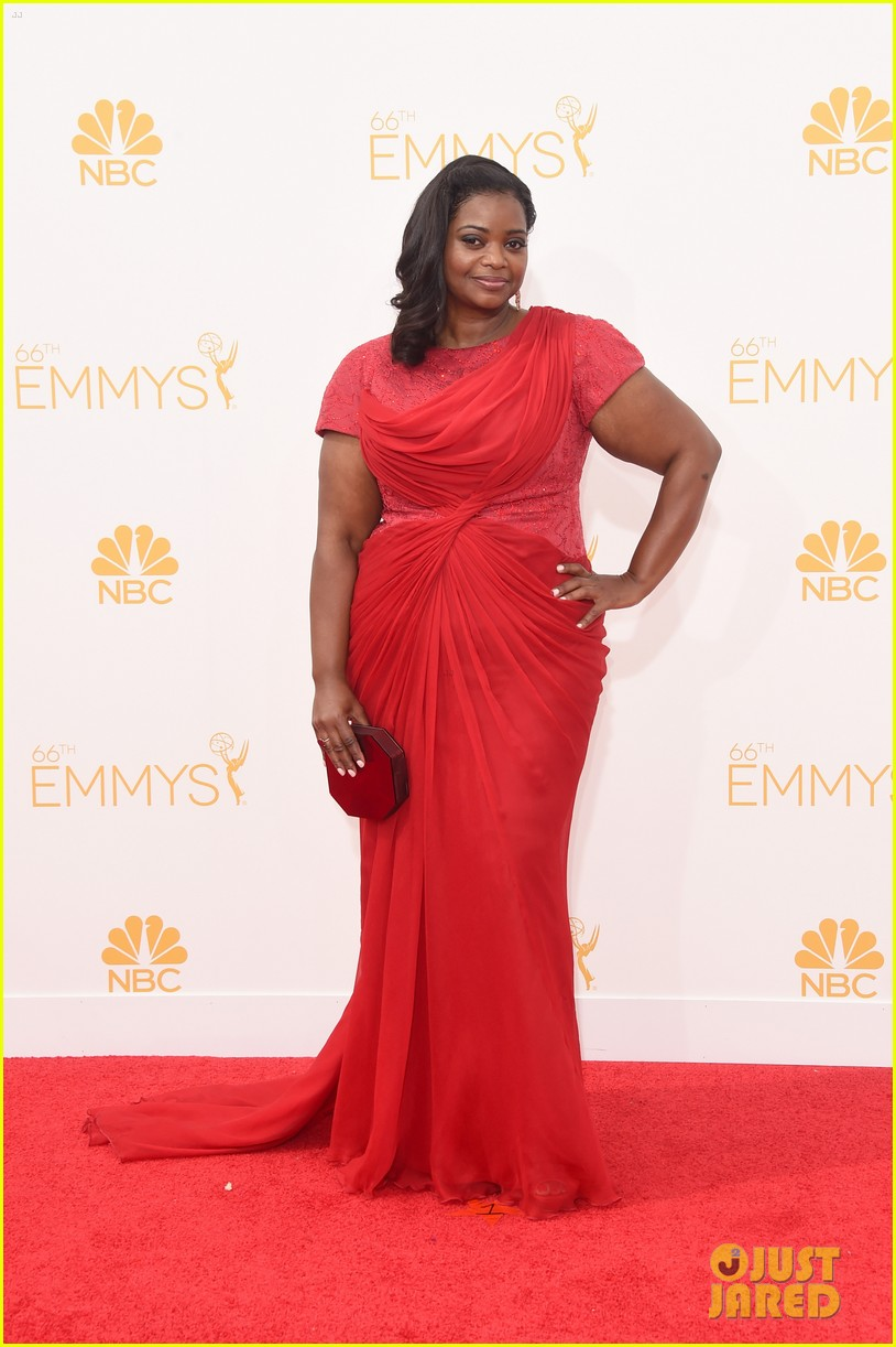 octavia spencer emmy awards red carpet 01