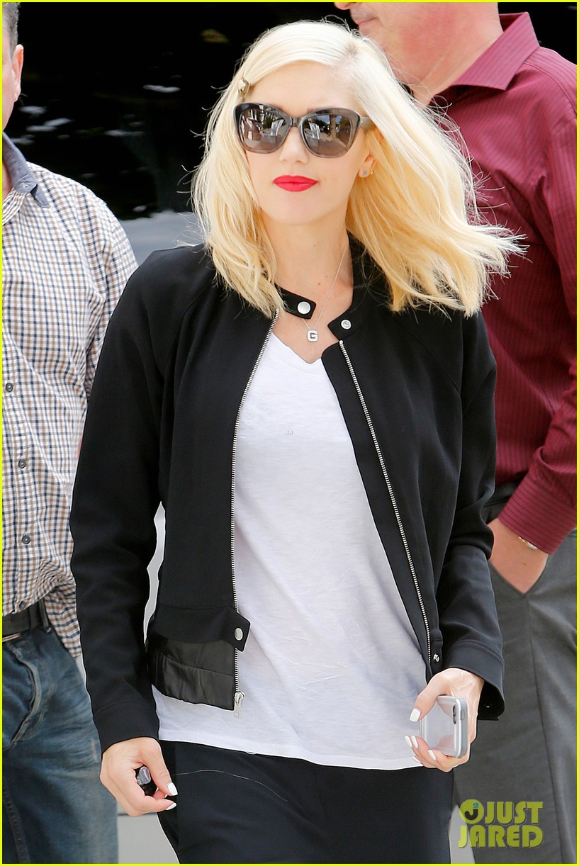 gwen stefani gets in some alone time before leaving london 023170972