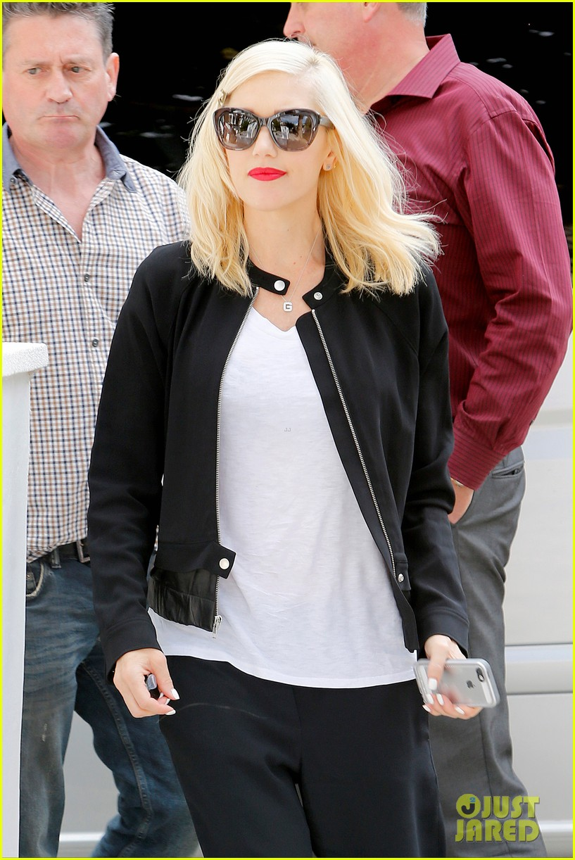 gwen stefani gets in some alone time before leaving london 093170979