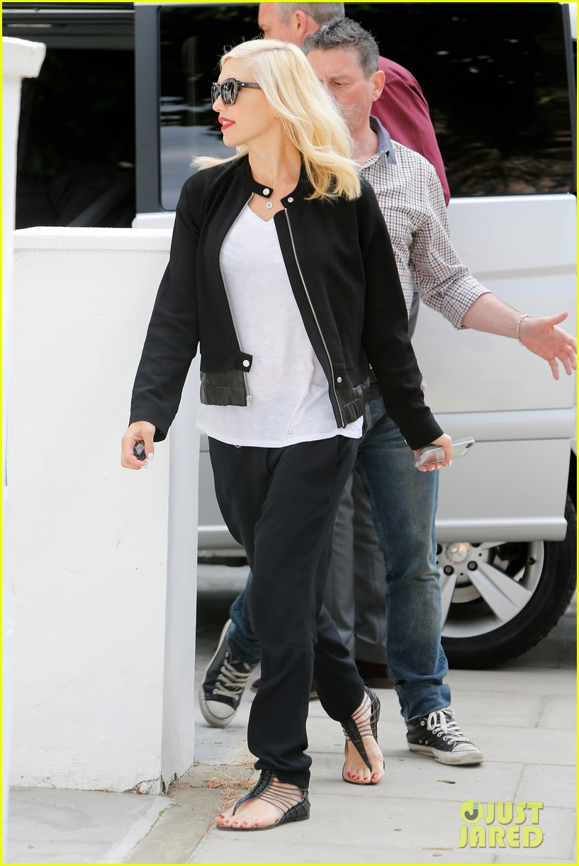 gwen stefani gets in some alone time before leaving london 133170983
