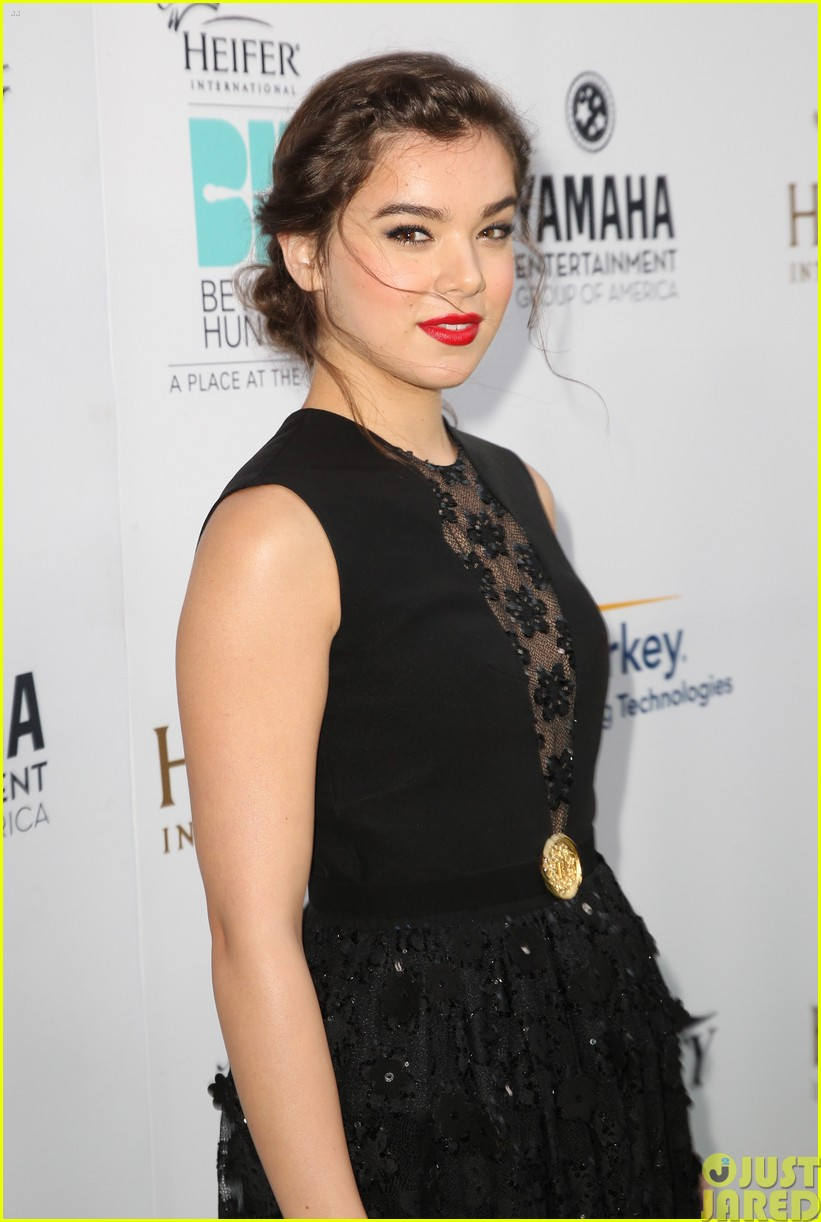 hailee steinfeld llama poses beyond hunger party 023181509