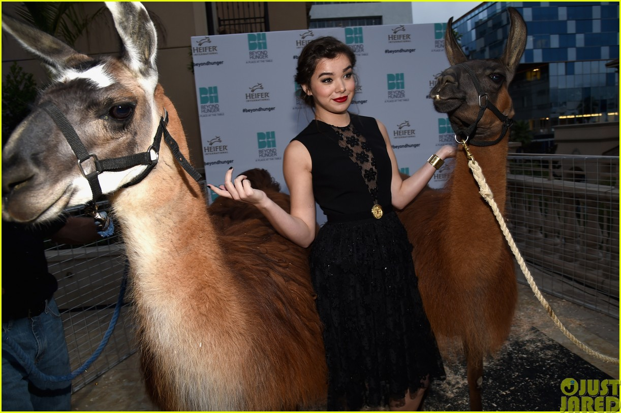 hailee steinfeld llama poses beyond hunger party 053181512