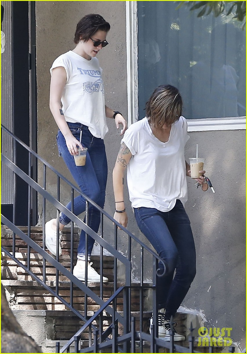 kristen stewart triumphs during weekend hangout with friends 033186815