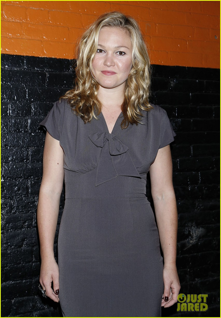 julia stiles celebrates phoenix opening night 043172919