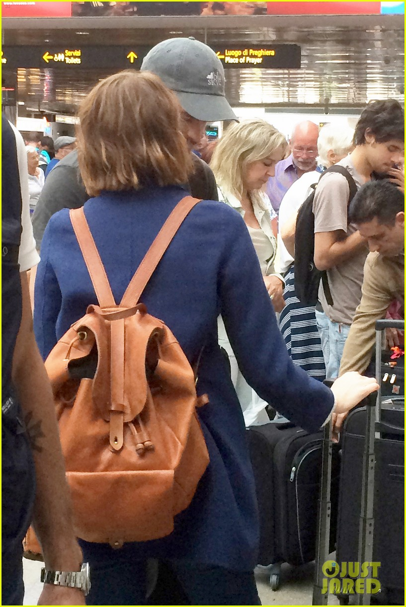 emma stone andrew garfield leave venice after film festival 02