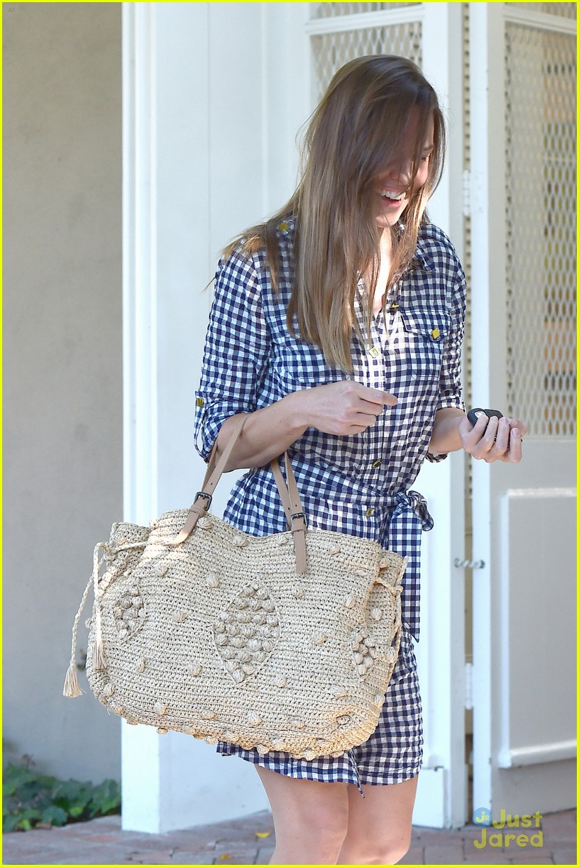 hilary swank laughing after coffee 12