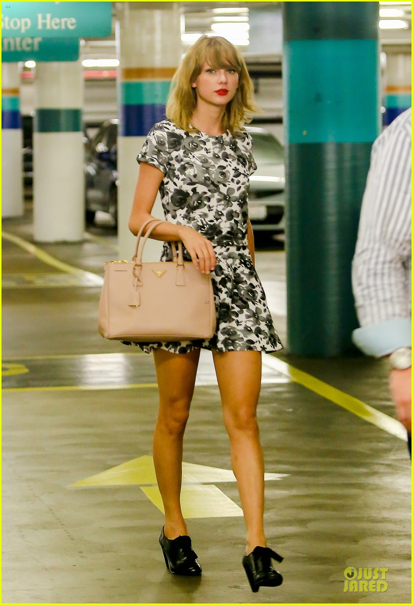 Taylor Swift Looks Unrecognizable With Braces Eyeglasses For Upcoming Tonight Show Skit Photo 3173361 Taylor Swift Pictures Just Jared