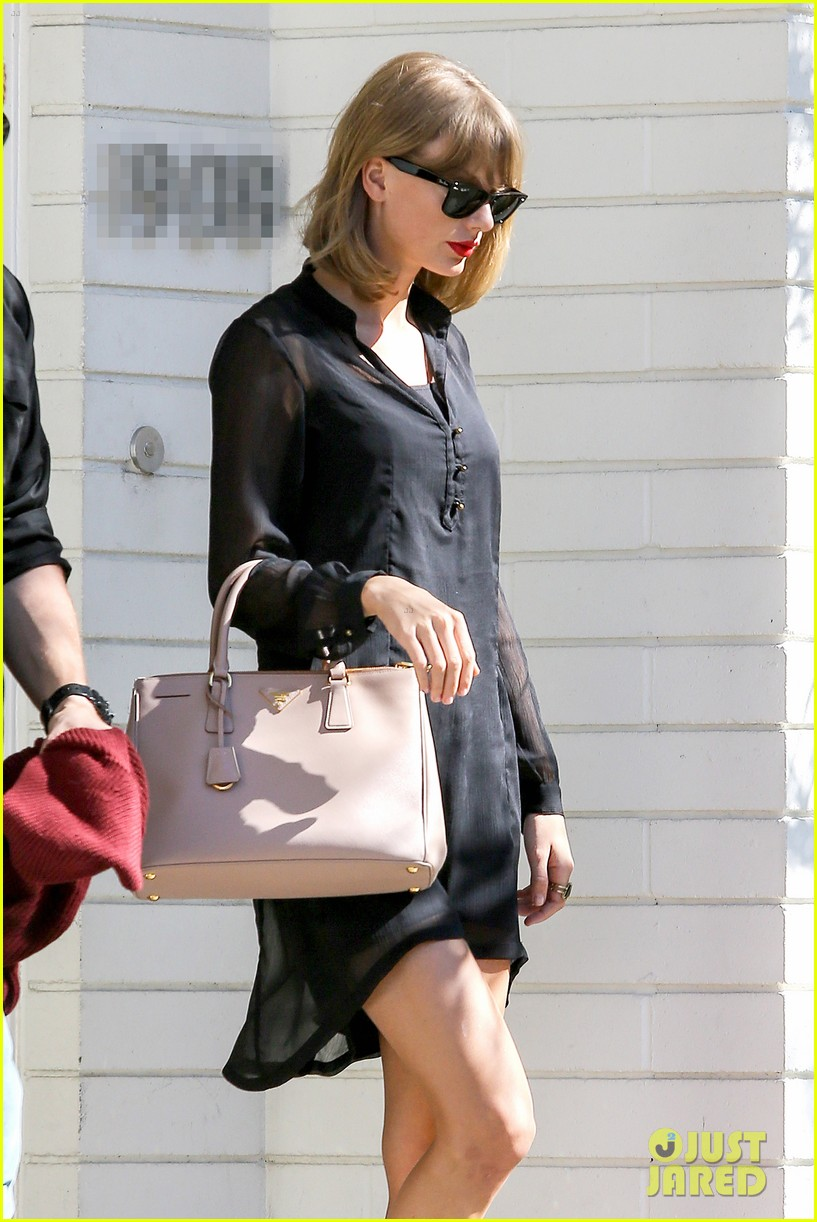 taylor swift steps out after near run in with john mayer 023180333