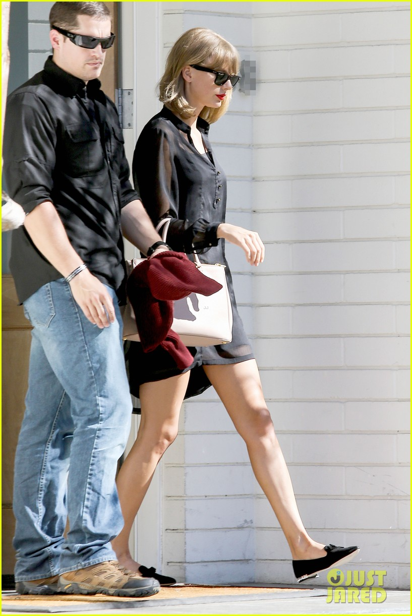taylor swift steps out after near run in with john mayer 033180334