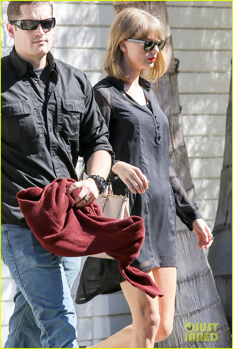 taylor swift steps out after near run in with john mayer 043180335