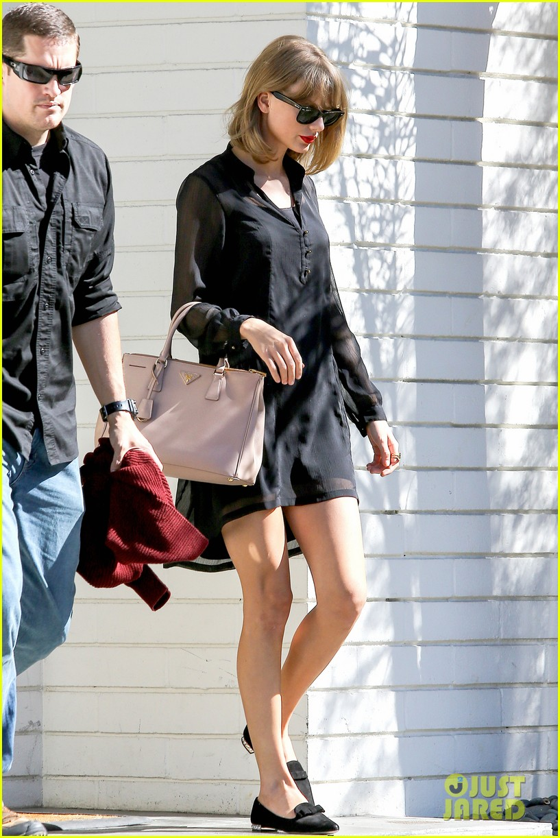 taylor swift steps out after near run in with john mayer 053180336