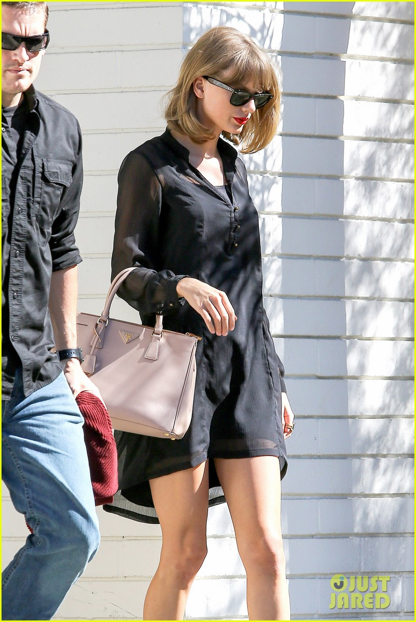 taylor swift steps out after near run in with john mayer 063180337