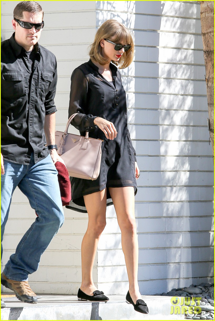 taylor swift steps out after near run in with john mayer 073180338