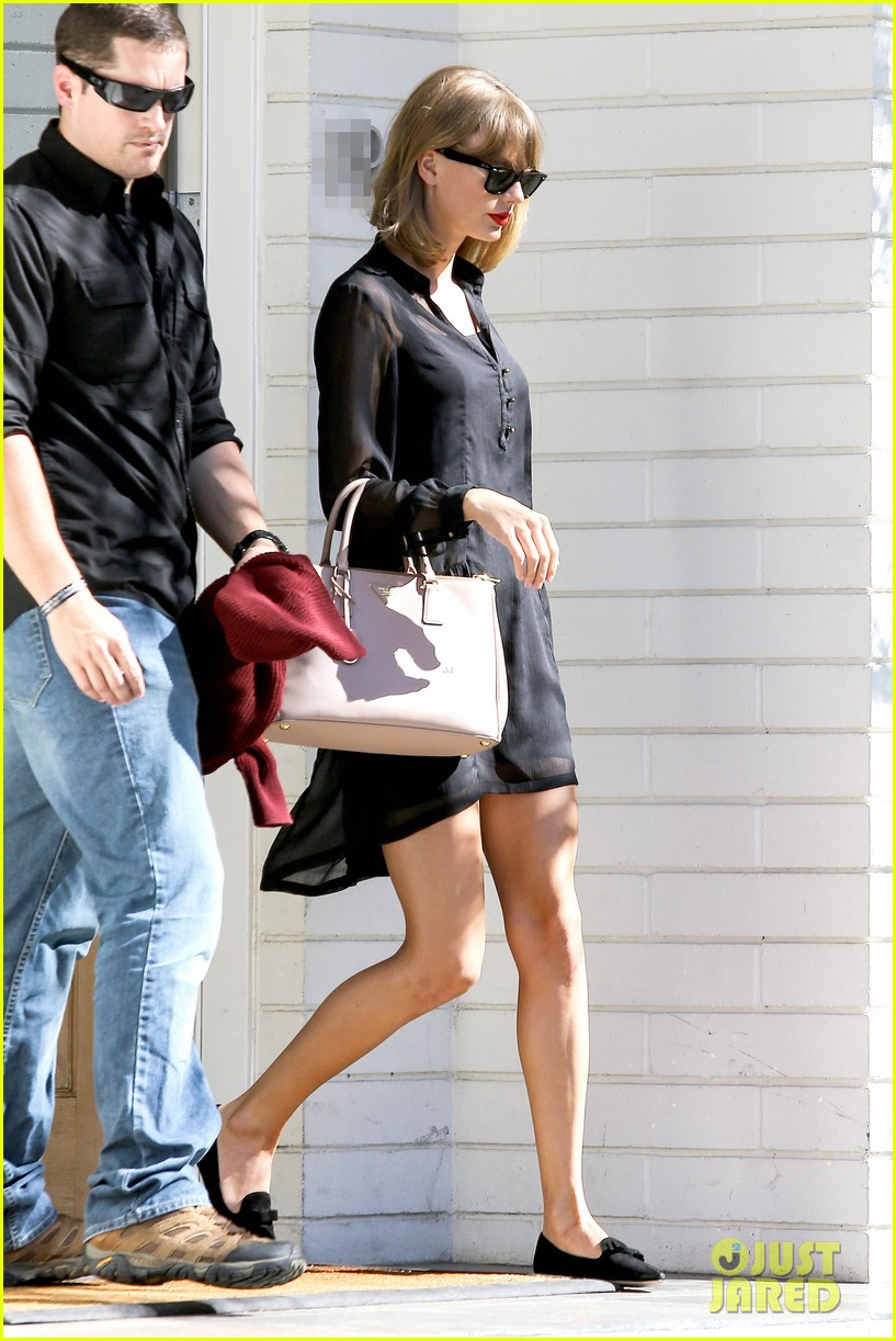 taylor swift steps out after near run in with john mayer 083180339