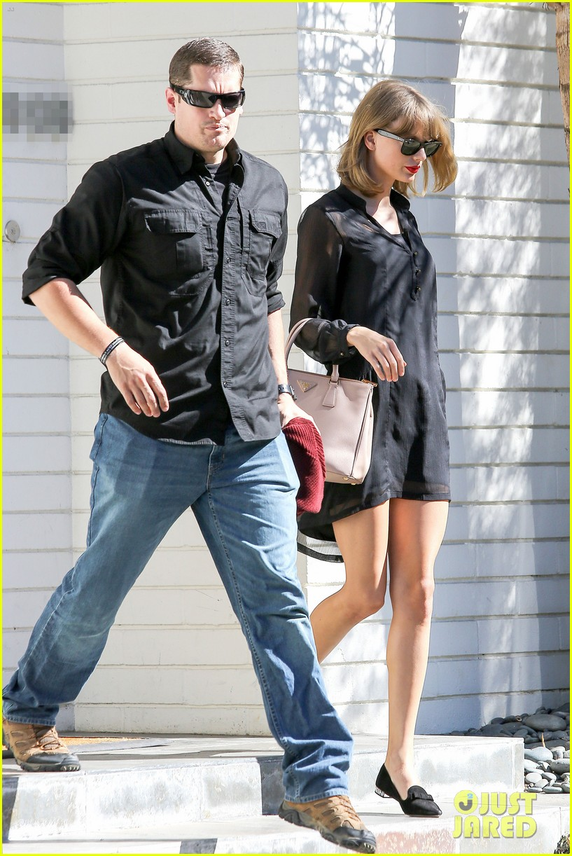 taylor swift steps out after near run in with john mayer 093180340