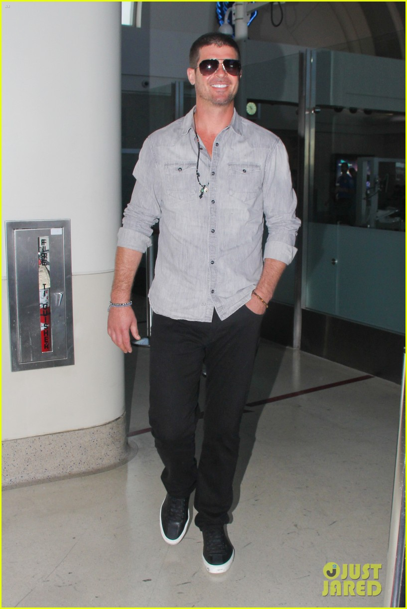 robin thicke not dating son julians nanny 013175135