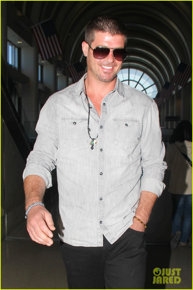 robin thicke not dating son julians nanny 02