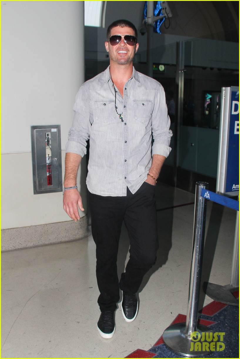 robin thicke not dating son julians nanny 033175137