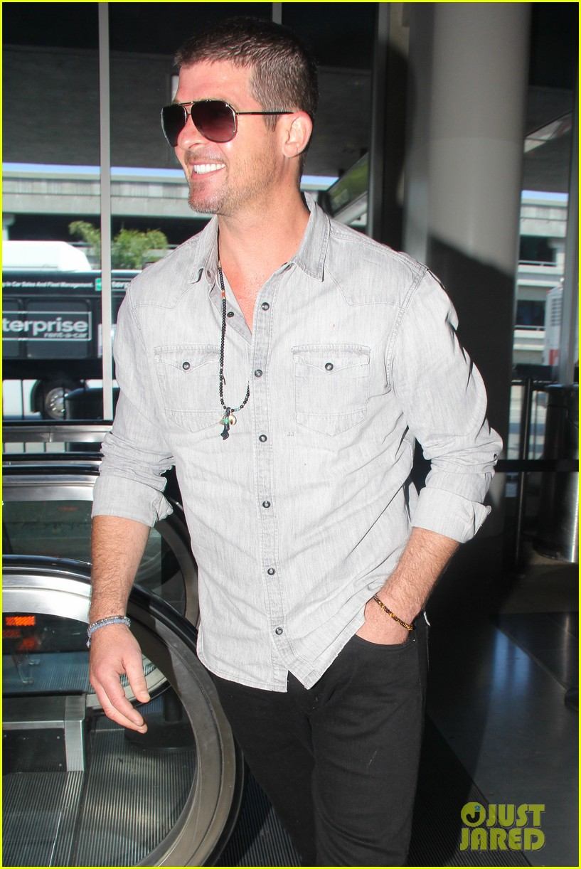 robin thicke not dating son julians nanny 043175138