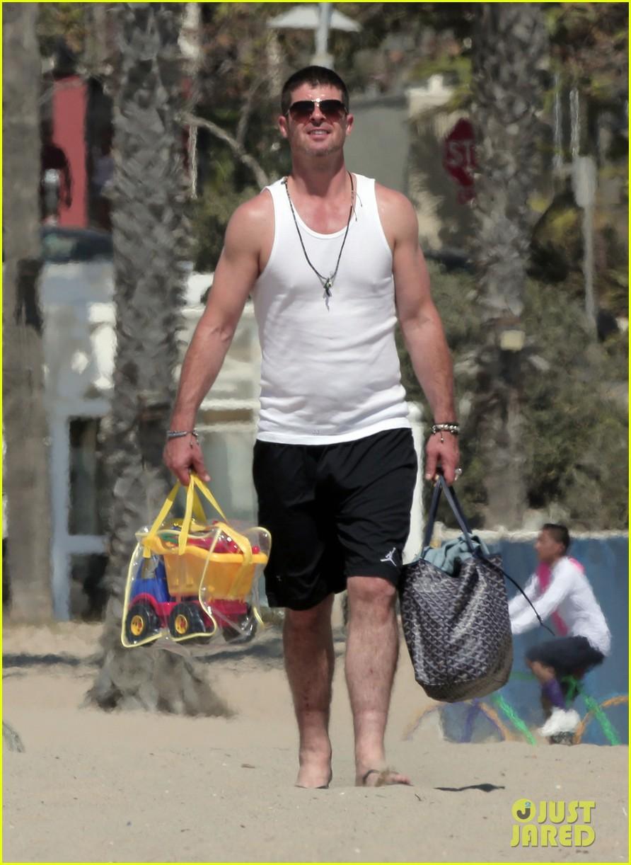 robin thicke shirtless beach 053184902