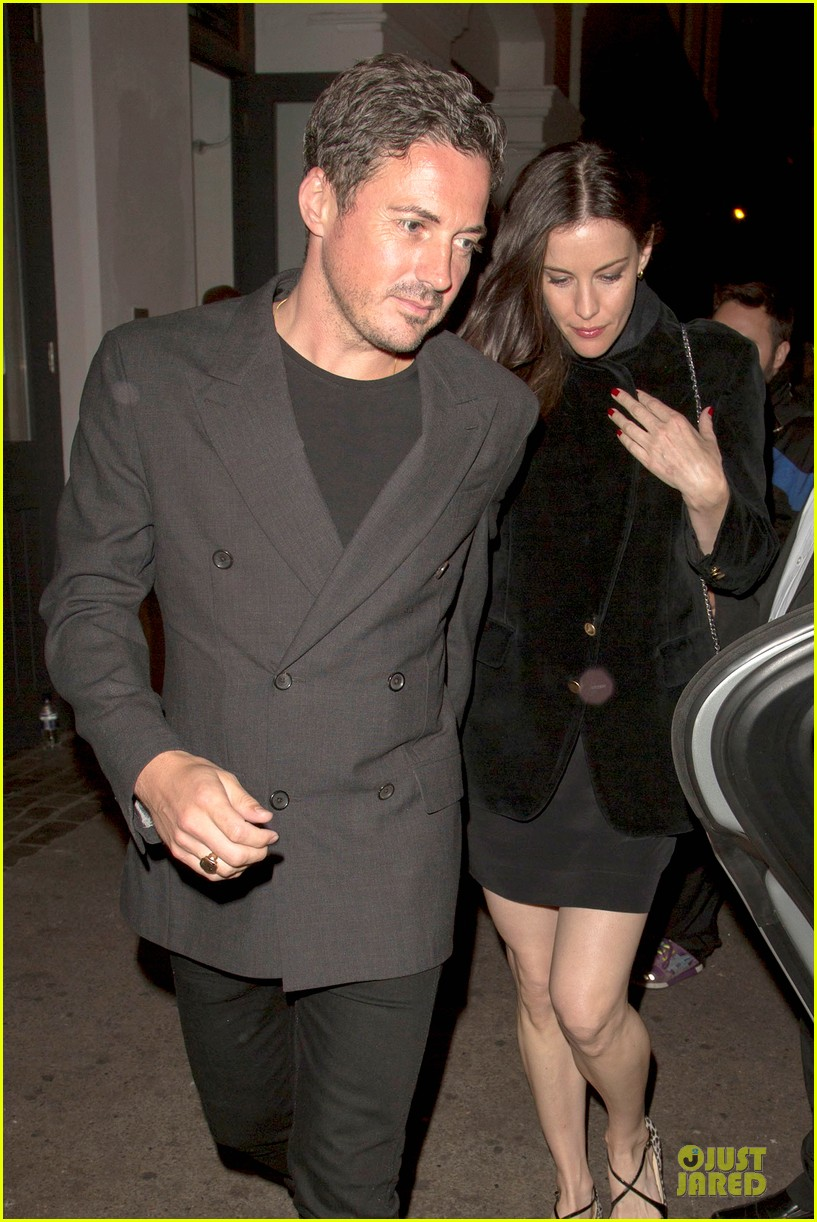 liv tyler dave gardner hold hands in london 06