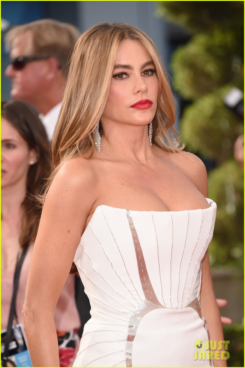 sofia vergara joe manganiello too hot for emmys 023183563