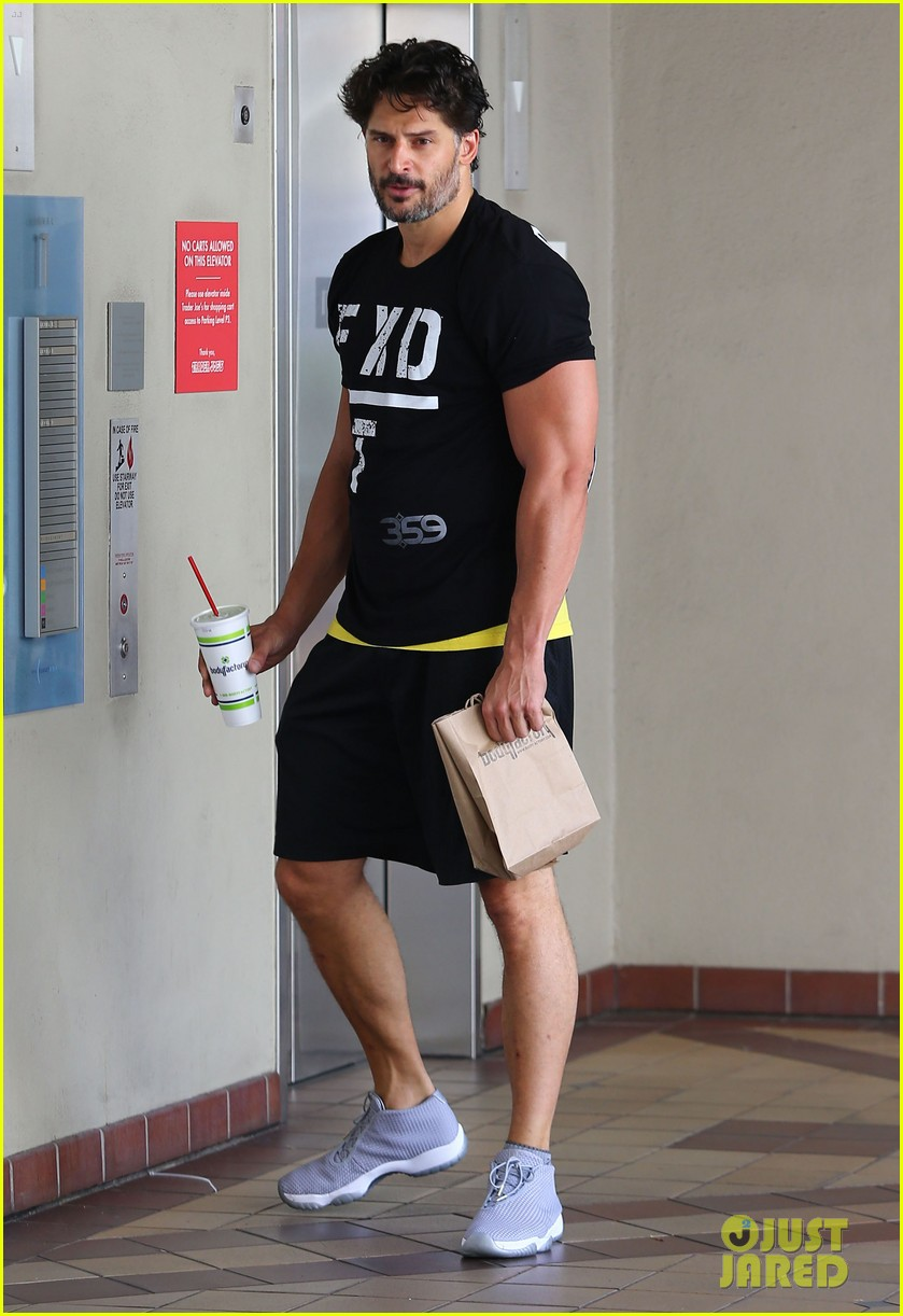 sofia vergara holds tight to joe manganiello huge bicep 013181785