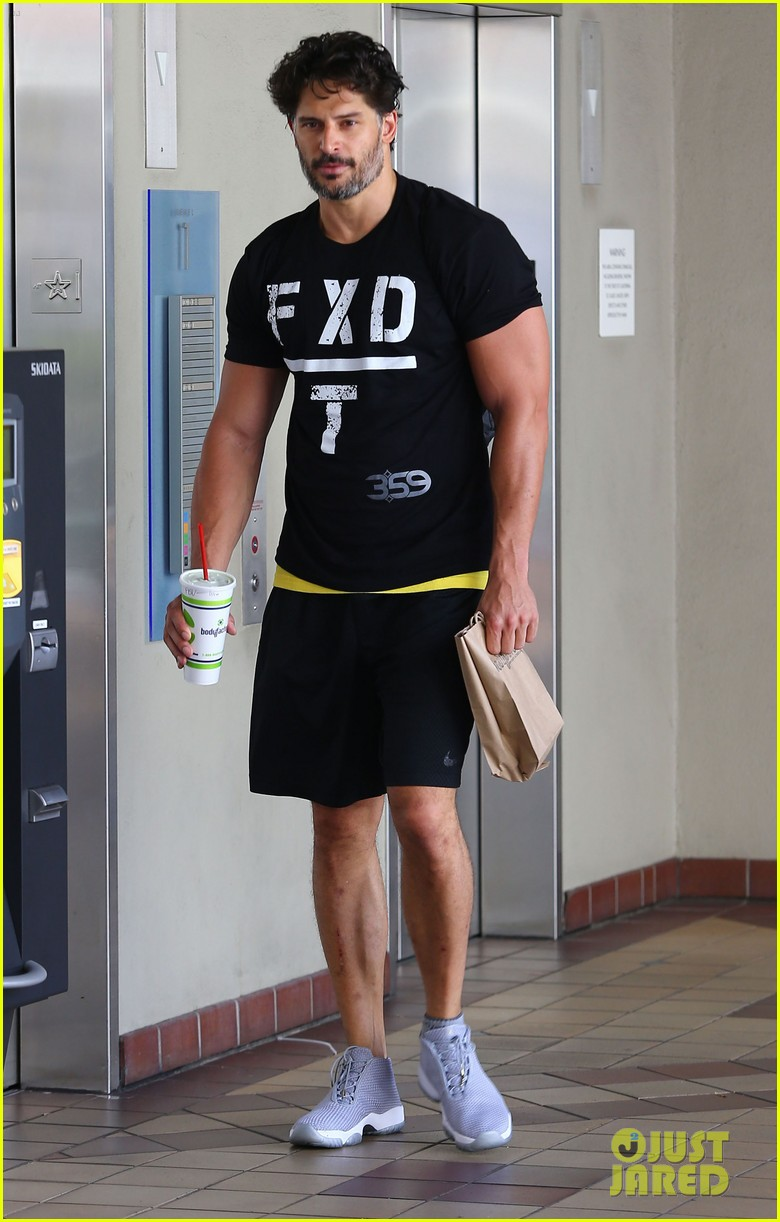sofia vergara holds tight to joe manganiello huge bicep 063181790