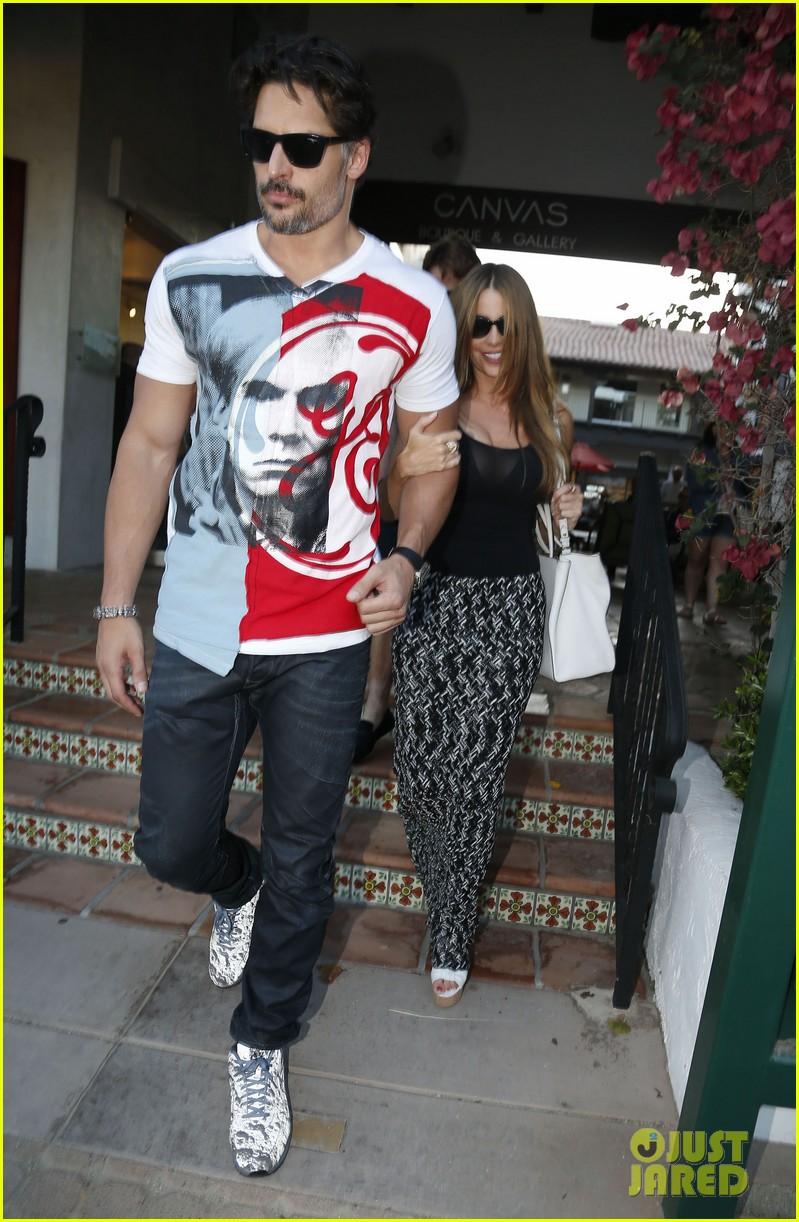 sofia vergara holds tight to joe manganiello huge bicep 14