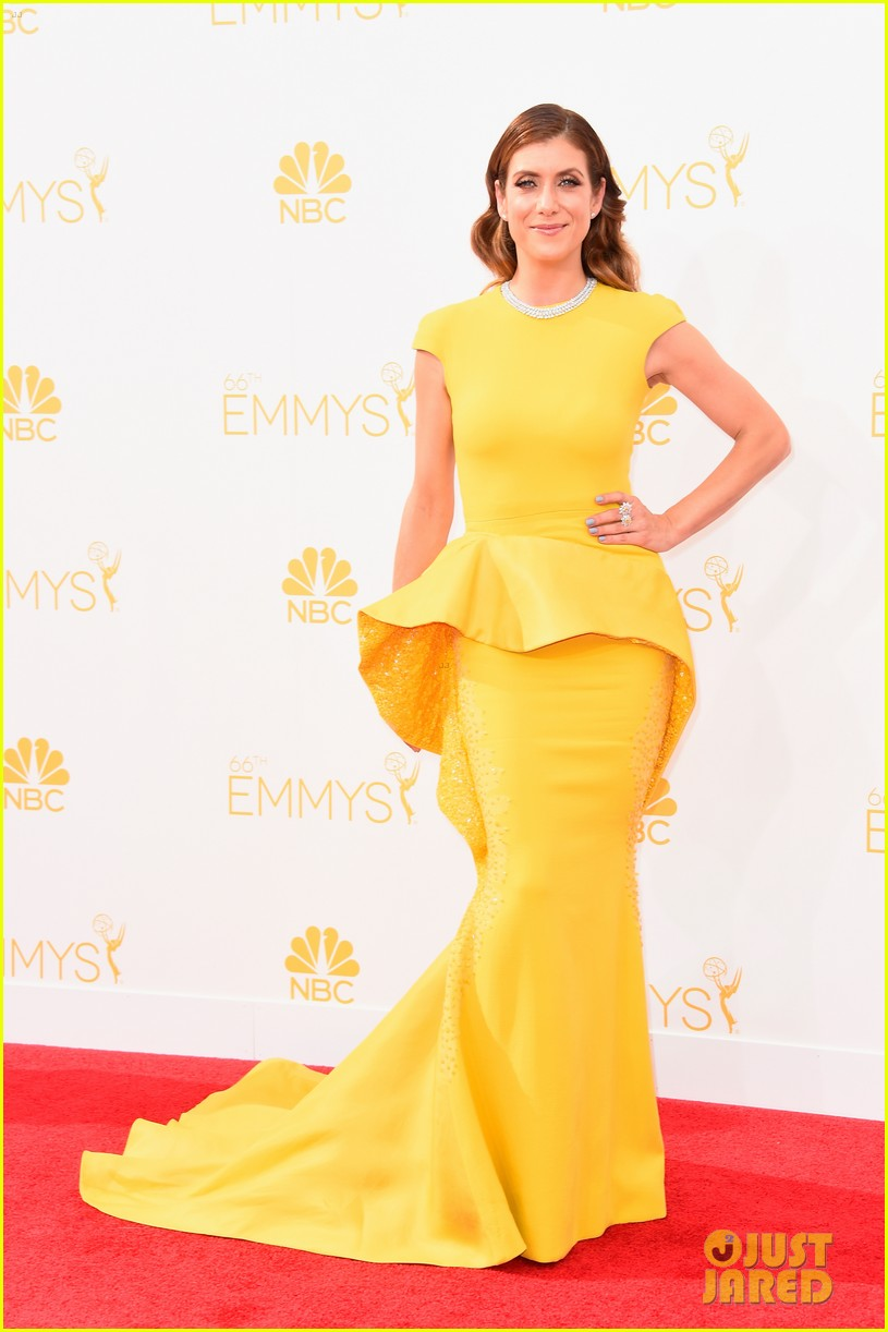 kate walsh lucy liu emmy red carpet 013183595