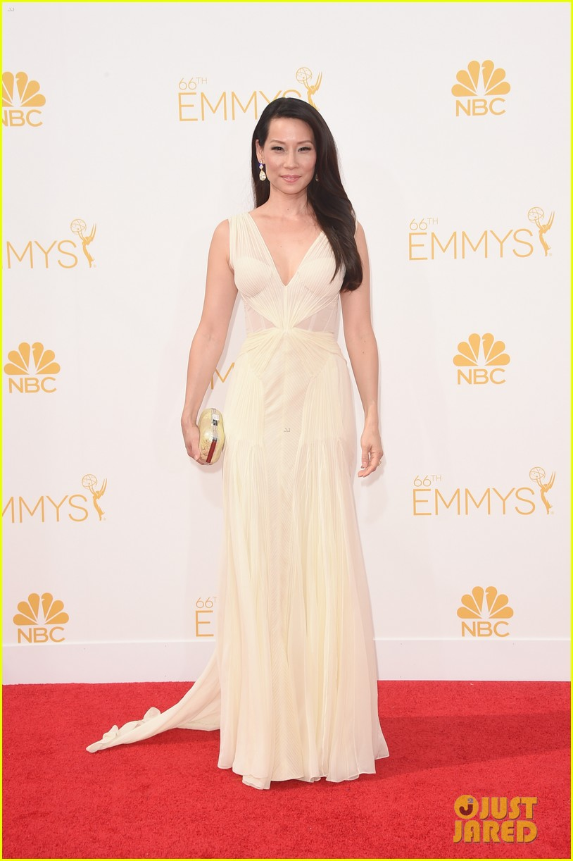 kate walsh lucy liu emmy red carpet 063183600