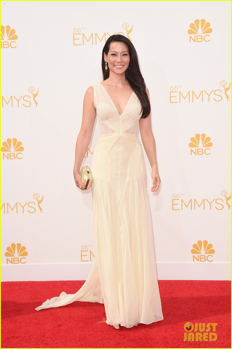 kate walsh lucy liu emmy red carpet 073183601