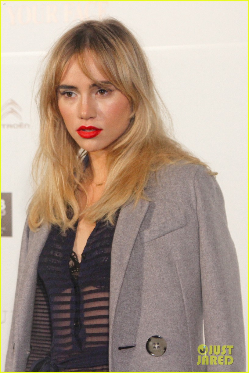 suki waterhouse goes totally sheer for mario testino event 023185912