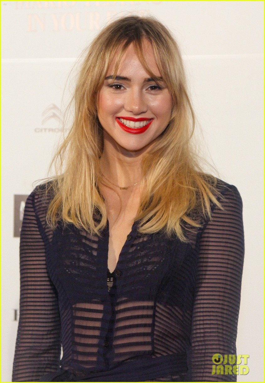 suki waterhouse goes totally sheer for mario testino event 04