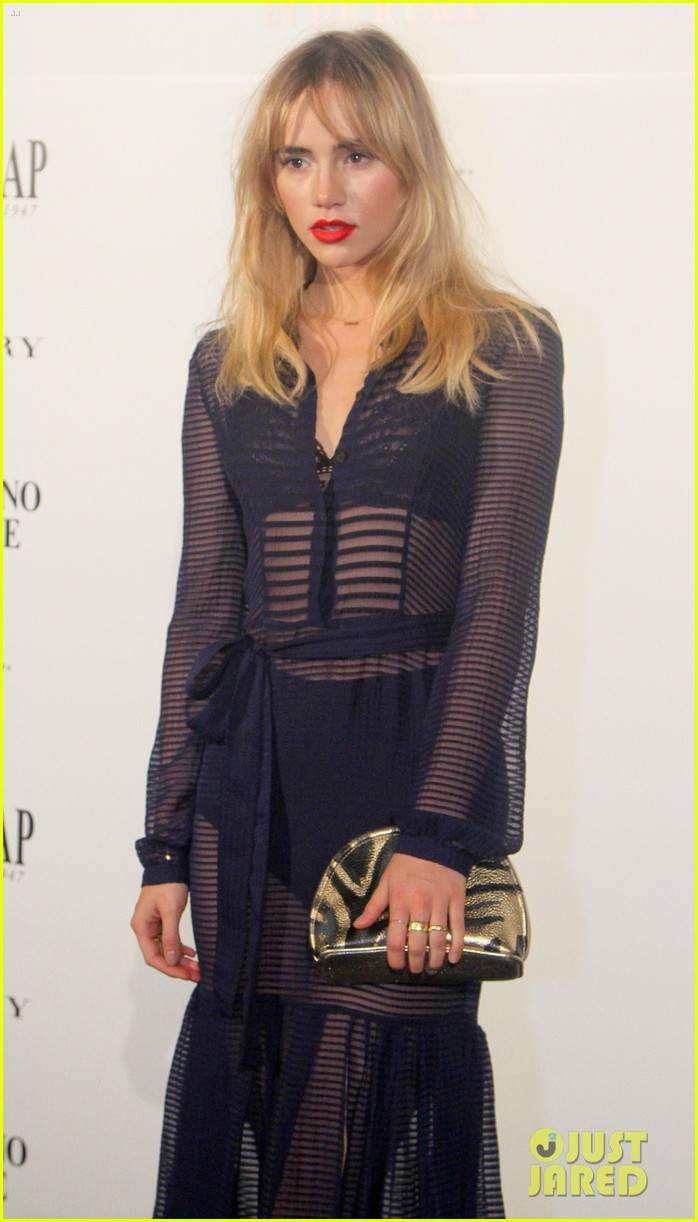 suki waterhouse goes totally sheer for mario testino event 10