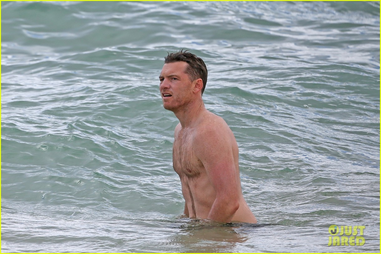 sam worthington lara bingle show off beach bodies in hawaii 303185751