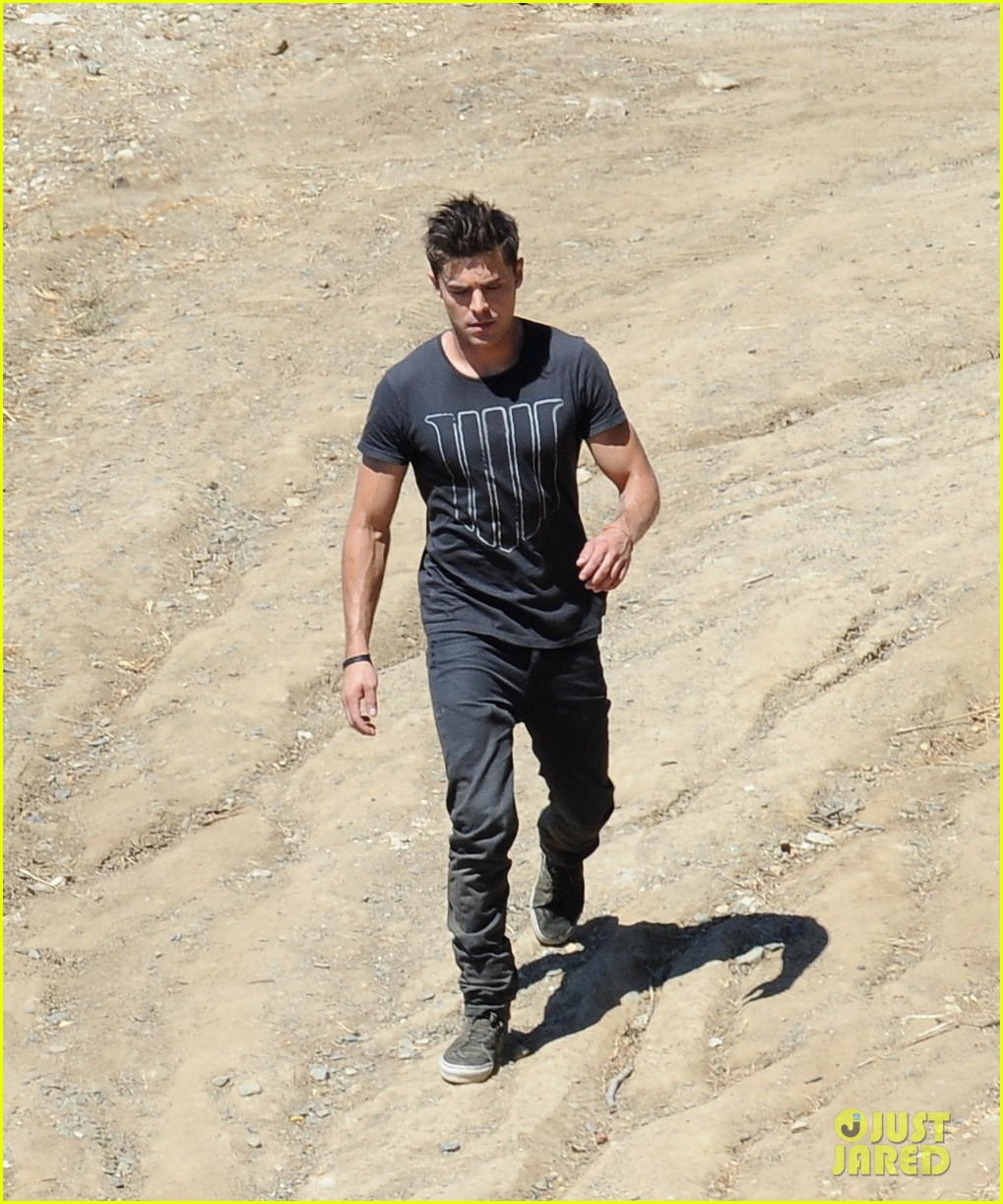 zac efron tree desert we are your friends set 193180428