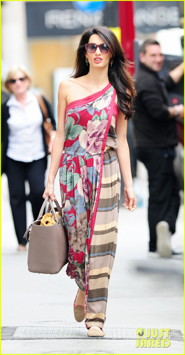 amal alamuddin goes for a fitting at alexander mcqueen 013189361