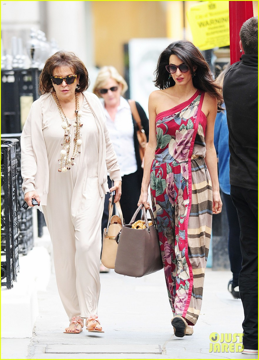 amal alamuddin goes for a fitting at alexander mcqueen 033189363