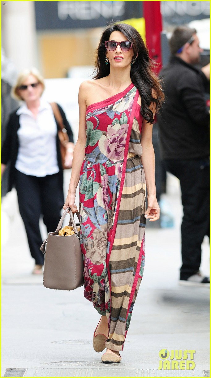amal alamuddin goes for a fitting at alexander mcqueen 083189368
