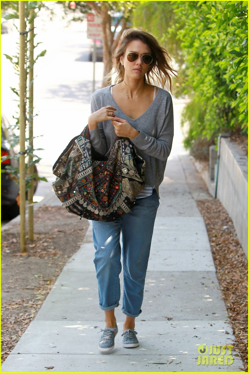 jessica alba brings back the 90s 063188276