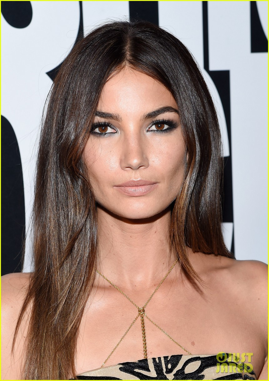 lily aldridge gets sweet kiss from anne v at fashion rocks